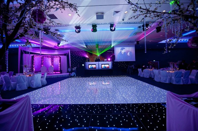 Kudos Launch Brand New Black And White Pea Light Dance Floors